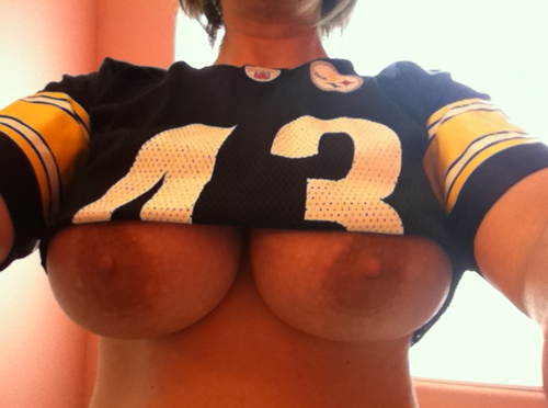 cheerleader perfect boob natural tits amateur sexy saffron